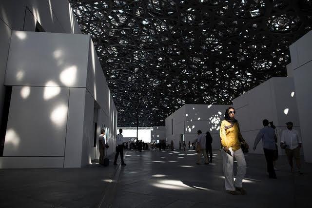 اختطاف صحافيان سويسريان في أبوظبي.. استهداف مبكر لهدف إنشاء متحف اللوفر