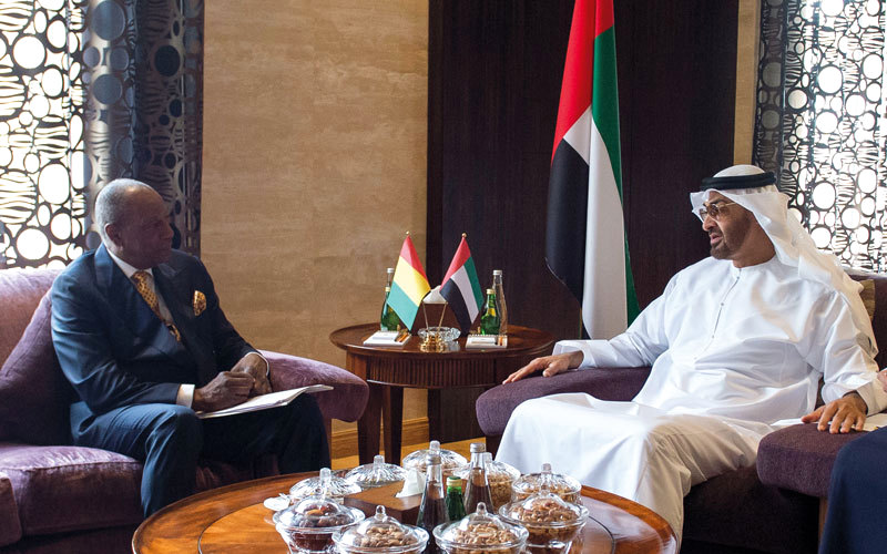 لوموند: الإمارات وقطر تتنافسان لكسب مواقف الدول الإفريقية