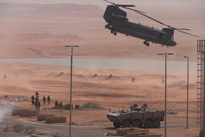 القوات الإماراتية والأمريكية تجري مناورات عسكرية..