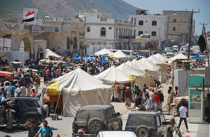 مسلحون موالون للإمارات يختطفون مسؤولاً عينته السعودية في عدن