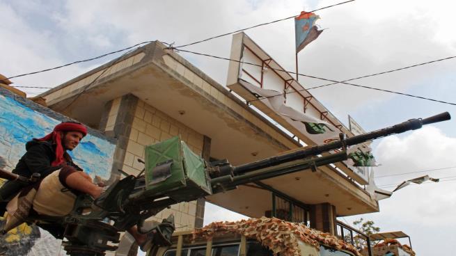 تصاعد التوتر في عدن والقوات المدعومة إماراتياً تغلق المطار