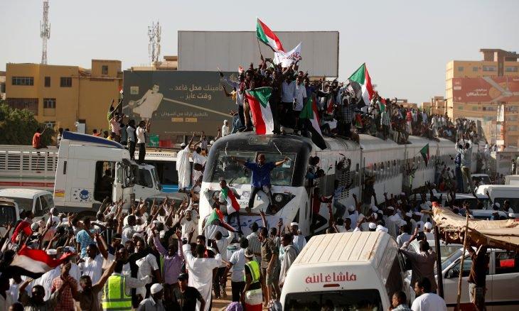 واشنطن بوست: ثوار السودان يرفضون التدخل السعودي الإماراتي