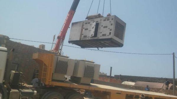 محافظ سقطرى يتهم مندوب الإمارات بالاستيلاء على مولدات كهرباء