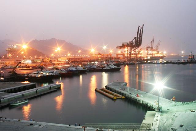 المخزونات النفطية تصل لمستويات قياسية في الفجيرة مع تعثر بيع النفط لدى الإمارات