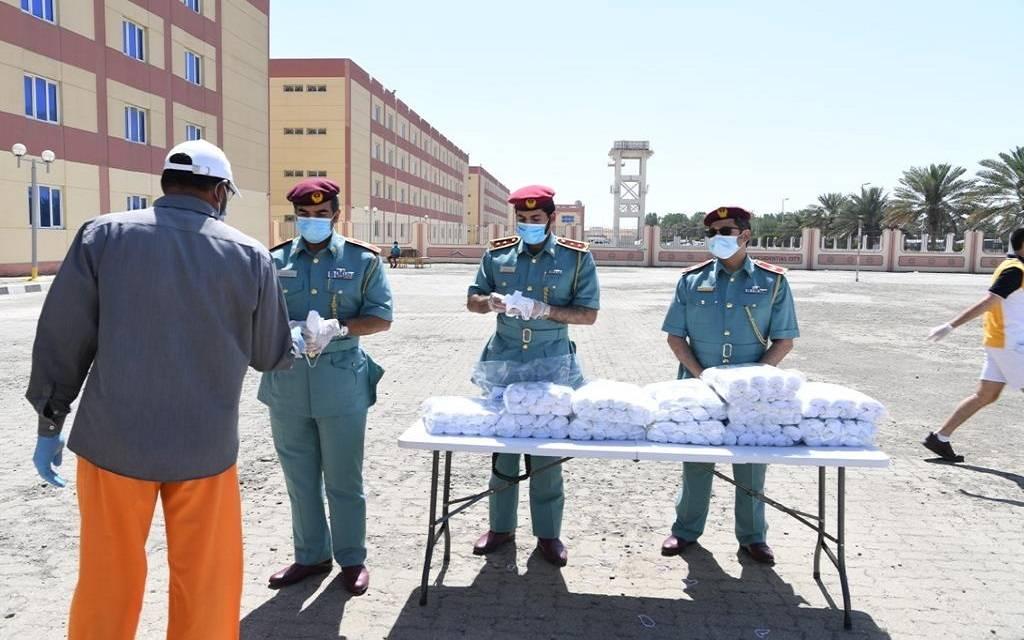 الأمارات تسجل 571 إصابة جديدة بكورونا وحالة وفاة ورفع نسبة عمل موظفي الحكومة لـ لـ50%