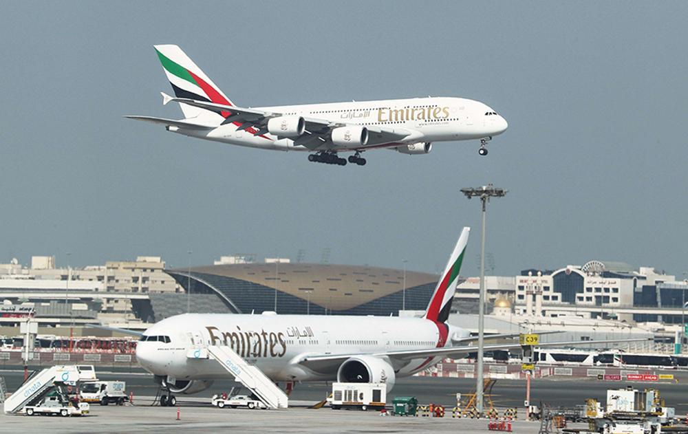 طيران الإمارات تسرح موظفين بينهم طيارين متدربين جراء تداعيات كورونا